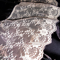 """Gorgeous Vintage 6"""" Wide Softly Gathered IVORY Chantilly Lace BY the YARD Lingerie, Decor, Bridal Sewing Supplies Craft Supplies"""