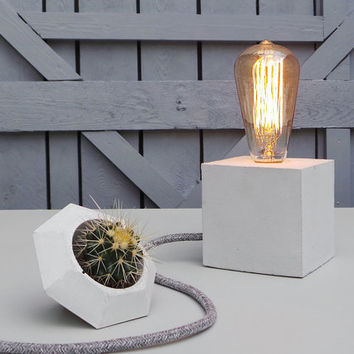 "Concrete Lamp ""The Cube"" - Lighting - Table lamp with light grey concrete, grey textile cable and vintage Edison bulb"
