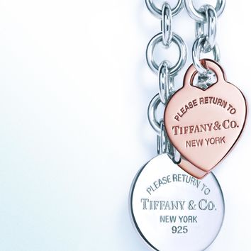 Tiffany & Co. - Return to Tiffany™ medium heart tag on a bracelet in sterling silver, medium.