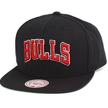 ONETOW Mitchell & Ness Men's Chicago Bulls Solid Snapback Hat One Size Black