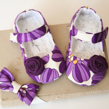 Purple floral baby girl shoes headband and paci clip SET, baby girl gift set, violet baby outfit, baby accessories