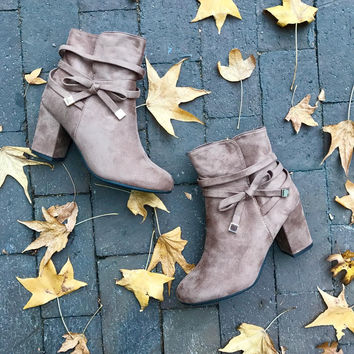 Bow-Tie Bootie (taupe)
