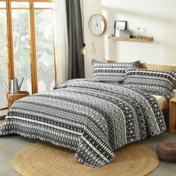 DaDa Bedding Aztec Geometric Stripes Quilted Coverlet Bedspread Set - Black & White Print (C14800-1)