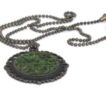 Eco Friendly Moss Necklace, Terrarium Necklace, Living Plant Jewelry, Moss Jewelry, Garden Gift, Earth Day Necklace