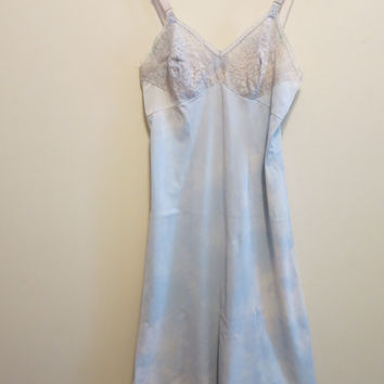 Cloud dress full slip pale blue white sky print with lace bodice vintage 1950s 36 M