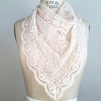 70s Lace Scarf Light Pink Lace Scarf Triangle Scarf Vintage Scarf Womans Scarf Pretty Scarf Neckerchief Head Scarf Neck Scarf