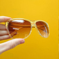 Vintage 80s Yellow Women's Sunglasses (A pair of large lightweight plastic sunnies with a warm brown ombre lens.)  15cm