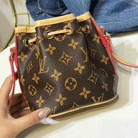 LV Louis Vuitton 2018 classic counter diagonal bucket bag F-AGG-CZDL
