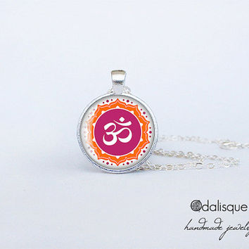 Hindu Om Symbol Pendant Aum Sign Necklace Indian omkara aumkara Jewelry om syllable Birthday Gift Round Glass Silver Pendant Hinduism