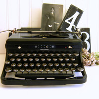 Antique Royal Typewriter Model O, Portable with Case RollingHillsVintage