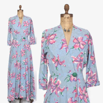 Vintage 40s DRESSING GOWN / 1940s Iris Floral Rayon Hostess Dress Robe S