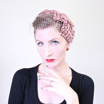 570be019d47 1950s Hat   VINTAGE   Pink   Birdcage Veil   Fascinator   Satin