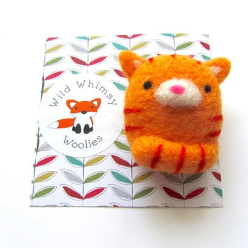 Needle Felted Cat Brooch, Felt Cat Brooch Pin, Cat Jewelry, Cat Accessories, Felt Cat Pin, Cat Lover Gift, Ginger Tabby Cat, Kitty Brooch