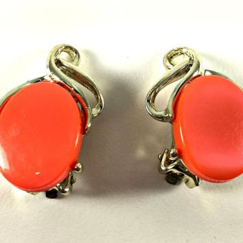 Coral Salmon Earrings, Mid Century Modern MCM, Fall Fashion Jewelry, Bold Orange Earrings, Gold Tone Clip On, Thermoset Plastic