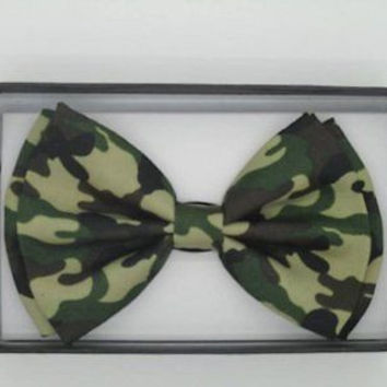 MILITARY/ARMY GREEN CAMOFLAUGE ADJUSTABLE  BOW TIE-NEW GIFT BOX!
