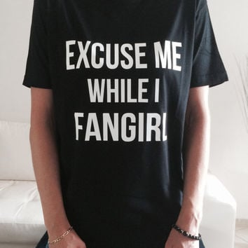 Excuse me while i fangirl Tshirt black Fashion funny slogan womens girls sassy cute top