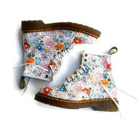Dr. Martens Daisy Floral Leather Ankle Boots Boho Festival Grunge Boots