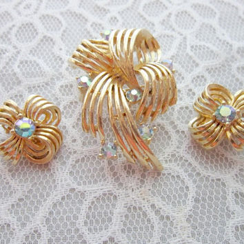 Vintage Gold Brooch set  a brooch with matching earrings by Lerner vintage pin, vintage earrings, lerner design timelesspeony