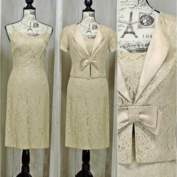 Vintage 60s wiggle dress / M size 7 / 8 / Lace / Silk / Ivory / Formal / cocktail / Party / Wedding / 2 piece dress jacket