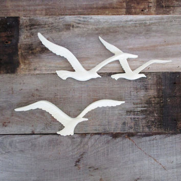 Mid Century Seagull Wall Hanging Vintage Seagull Birds In Flight Plastic Wall Art Homco Syroco Bird Wall Hanging Nautical Beach House Decor