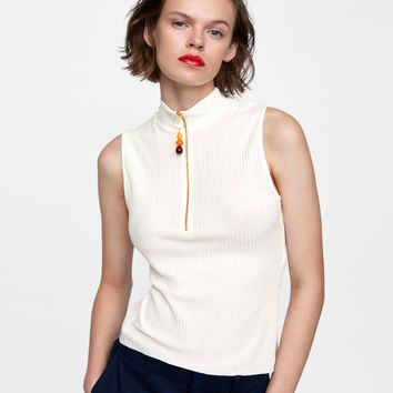 RIBBED TOP WITH ZIPPER DETAILS