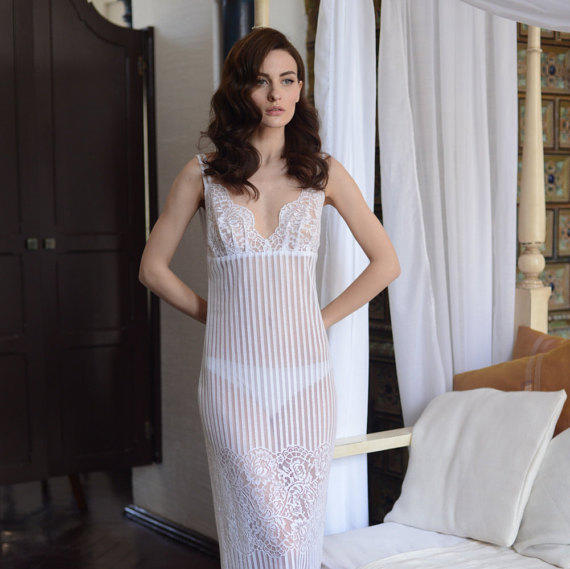 f0de4754a57 Long Lace Bridal Nightgown With Open Back F4(Lingerie