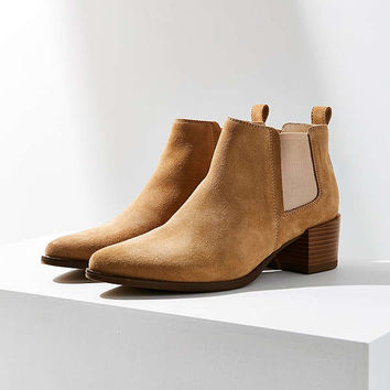 Vagabond Emira Chelsea Boot | Urban Outfitters