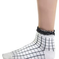 GRID RUFFLE SOCKS