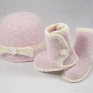 DCCK8X2 Pink Baby Ugg Boots & Hat with Bow Set - Mother of Pearl