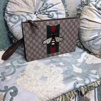 GUCCI HONEBEE EMBROIDERY ZIPPER HAND BAG