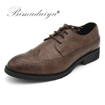 Men Oxfords Shoes Formal Footwear Male Dress Shoes Pointed Toe Black Brown Brogue Shoes