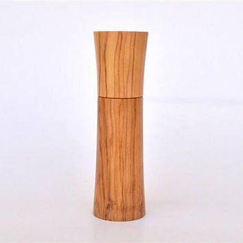 "Olive Wood Standing upNeedle Holder, Holds up to 8 cm long Needles (3"" 5/32) Standing / Needle Case"