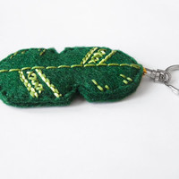 Feather boho felt keychain, tribal emerald green hand embroidered accessory for women, woodland summer gift idea