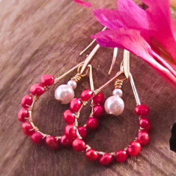 Ruby red earrings Red pearl earrings Red and gold chandelier earrings Red and white pearl earrings Red bridesmaid earrings Wire work jewelry