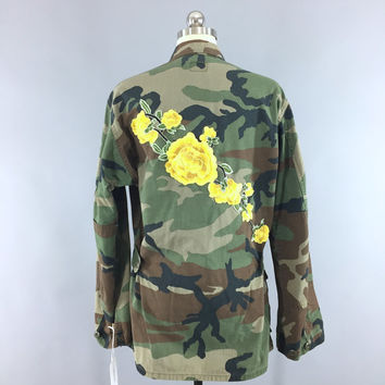 Vintage US Army Embroidered Camouflage Jacket / Military Camo Coat / Rainbow Sword / Yellow Floral Embroidery / Size Large L XL