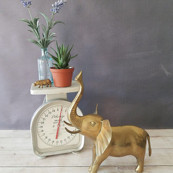Large Brass Elephant/ Vintage Brass Elephant Figurine/ Elephant Ring Holder/ Vintage Brass Animal Statue/ Elephant Decor/ Lucky Elephant