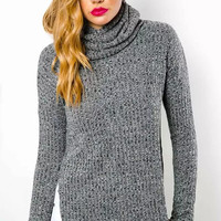 Long-sleeve Turtle-Neck Knitted Pullover Shirt