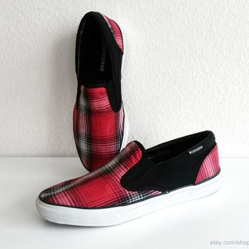 Vintage red, white and black plaid Converse slip-on sneakers, bright red tartan slipons. Size eu 44.5 (UK 9.5, US men's 10.5, US wo's 12)