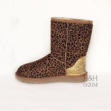 DCCK8X2 Women's Classic UGG boot in Chestnut Leopard with approx.1500 Golden Shadow Swarovski