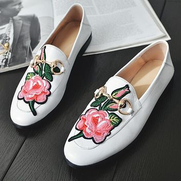 GUCCI Trending Stylish Personality Flower Embroidery Pattern Metal Buckle Leather Espadrilles Single Shoes White