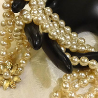 Beautiful Vintage Double Strand of Creamy Coloured Faux Pearls and Floral Pearl Clasp