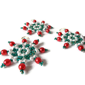 star ornament, green, white, red, 3 piece Set of seed bead ornaments in classic Christmas colors, tree ornament, decoration item, gift tag