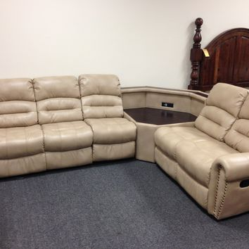 4 Piece Reclining Sectional w/ Corner Table