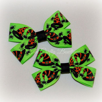 Halloween Hair Bow ~ Halloween Clippies ~ Small Halloween Bow ~ Small Green Bow ~ Halloween Pigtails ~ Neon Green Bow ~ Witch Hat Bow