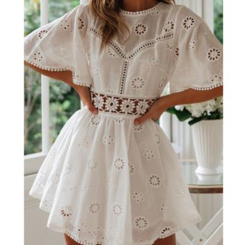 Fashion perspective lace-stitched cotton embroidered halter dress