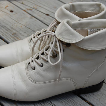 Vintage 80s 90s Maine Woods Ivory Cream Lace Up Granny Grunge Ankle Boots Size 9 1/2 Medium