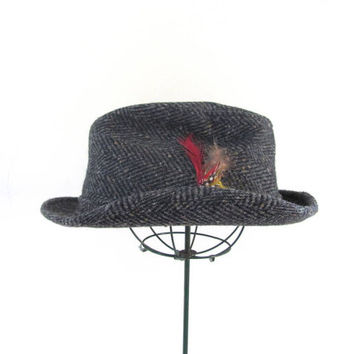 Mens Vintage greay Tweed Fedora Hat w Feather Size 7 1/4 // Dobbs