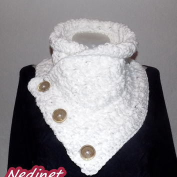 Valentine day Crochet Scarf, 3 Button scarf, Wrap cowl, Shoulder Warp, FREE shipping