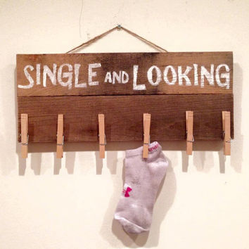 Single Socks Sign - Single and Looking Sign - Laundry Decor - Sock Sign