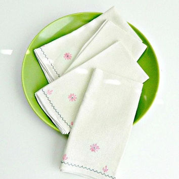 ON SALE Vintage Linen Napkins Set of Four, Hand Embroidered Napkins, Pink Flowers, Luncheon Napkins, Tea Party Napkins.